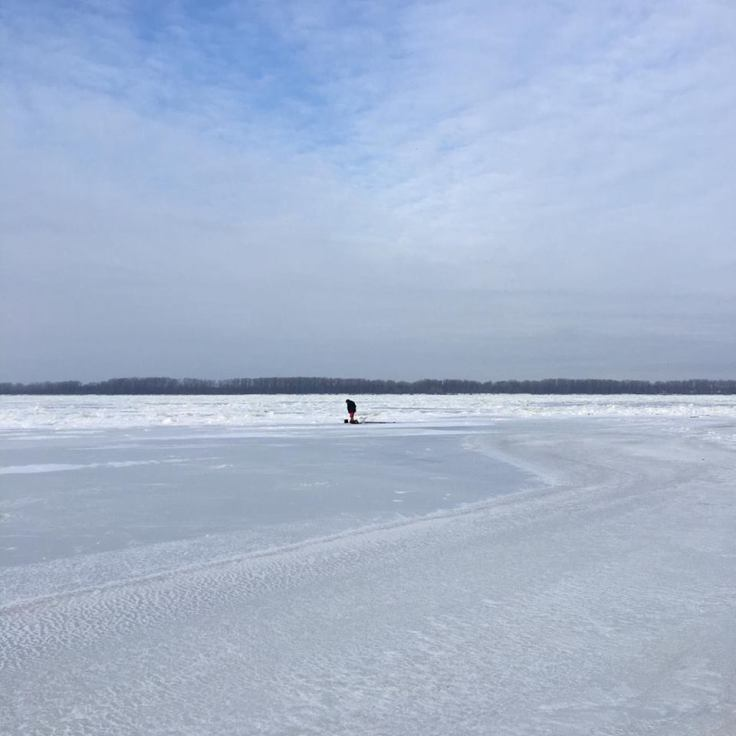 fisherman-on-frozen-volga